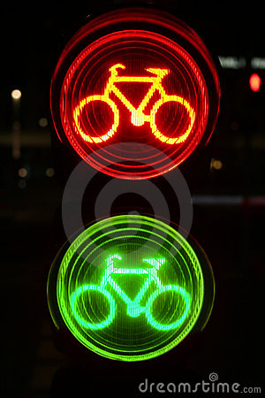 Semáforo verde y rojo para los bicyclists