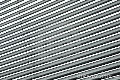 Semi-closed metallic blinds