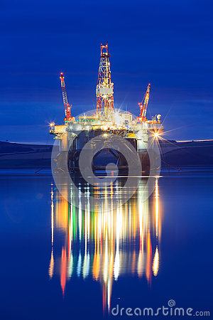 Free Semi Submersible Oil Rig During Sunrise At Cromarty Firth Stock Image - 79701521