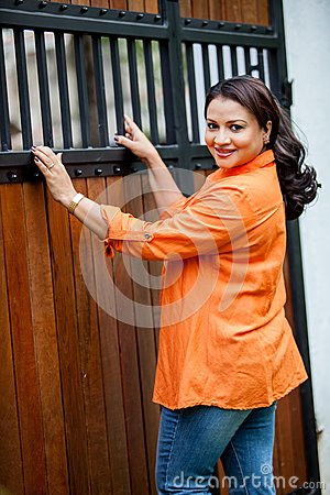 - semini-iddamalgoda-actress-srilanka-news-paper-photoshoot-colombo-december-30611064