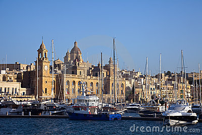 Senglea and  yachts in Dockyard Creek