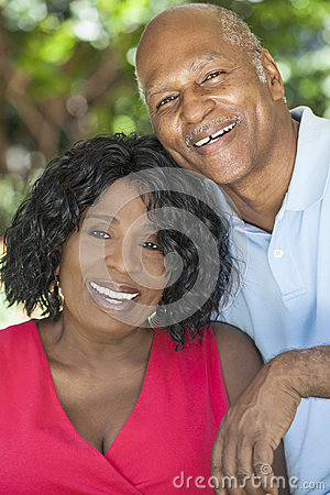 Free Senior African American Man & Woman Couple Royalty Free Stock Photography - 25649117
