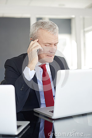 Free Senior Businessman In The Office Royalty Free Stock Photography - 89456937