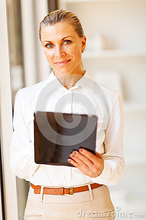 Senior businesswoman tablet