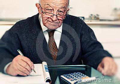 Senior calculate his expenses