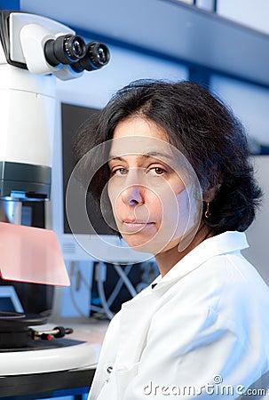 Senior female microscopist