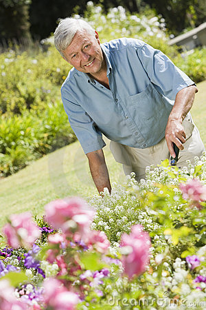 Free Senior Man Working In Garden Stock Photo - 5113730