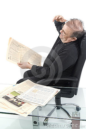 Free Senior Read Newspaper Stock Images - 5247674