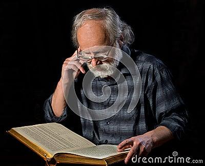 Senior reading the book