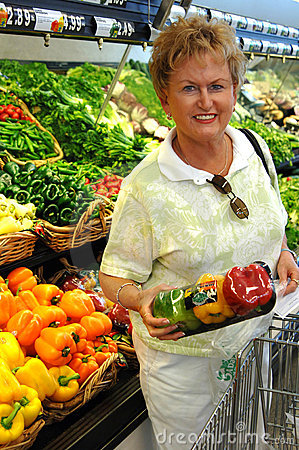 Free Senior Woman Grocery Shopping Stock Photography - 3047952