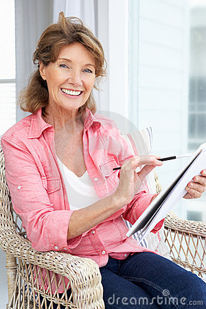 Free Senior Woman Sketching Stock Images - 21048144