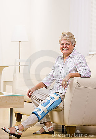 Senior woman wearing knee brace