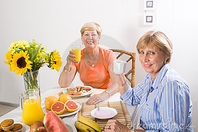 Senior women breakfast