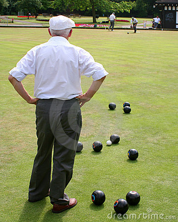 Free Seniors Playing Bowls Royalty Free Stock Photos - 971618