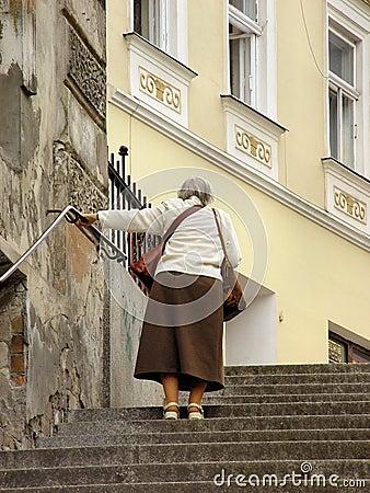 Free Seniors Walking Royalty Free Stock Images - 2770599