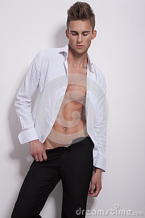 Free Sensual Man In White Unbuttoned Shirt Royalty Free Stock Photography - 33954777