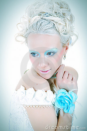 Sensualidade com flor azul