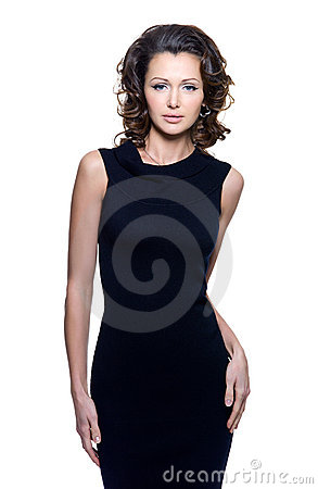 Sensualitykvinna i svart klänning