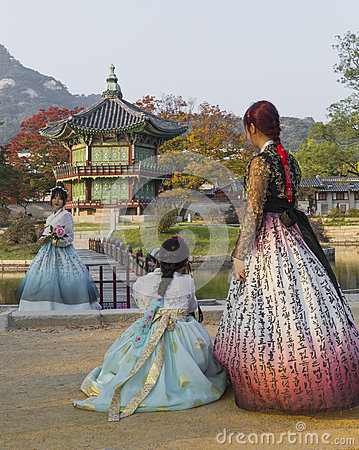 Free SEOUL - OCTOBER 21, 2016: Autumn At Gyeongbokgung Palace In Seou Royalty Free Stock Image - 80206006