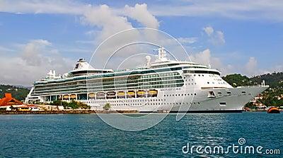 Serenata del barco de cruceros de los mares en St Lucia Fotografía editorial