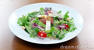 Serowa koźlia sałatka