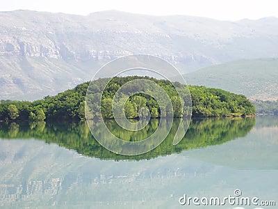 Serpent lake