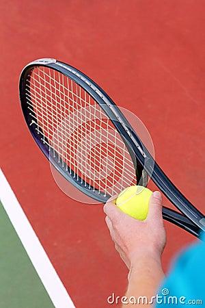 Servendo per la partita di tennis