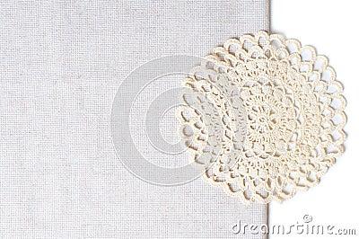 Servet bij de rand van een tafelkleed
