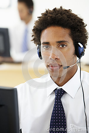 Free Service Agent Talking To Customer In Call Centre Royalty Free Stock Photography - 54971627