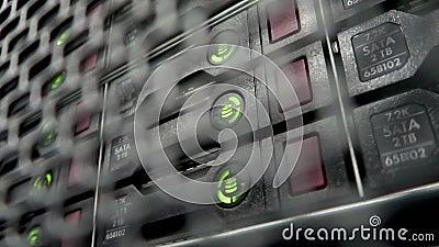 Servidor do armazenamento HDD Lâmpada de piscamento Os servidores de dados submetem com muitos discos rígidos e as lâmpadas do di vídeos de arquivo