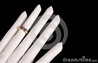 Serviette hand with wedding ring