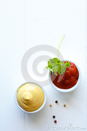 Free Serving Of Mustard And Tomato Ketchup Stock Images - 30306784