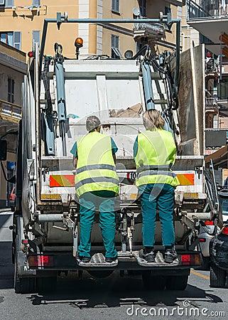 Servizi di riciclaggio urbani dell immondizia e dello spreco Immagine Stock Editoriale