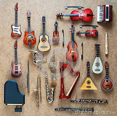 Free Set Of Different Musical Instruments. Golden Brass Wind And String Musical Orchestra Instruments: Saxophone, Trumpet, French Horn Stock Image - 67168211