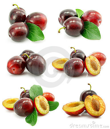 Free Set Of Fresh Plum Fruits With Green Leafs Royalty Free Stock Photography - 7873007