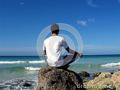 Setzen Sie Meditation auf den Strand
