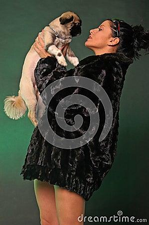 Sexig kvinna för hund