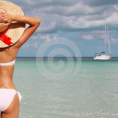 Free Sexy Girl On Tropical Beach. Beautiful Young Woman With Sun Hat Royalty Free Stock Image - 35583876