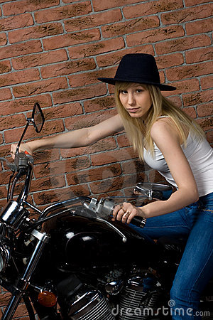 Sexy meisje op motor