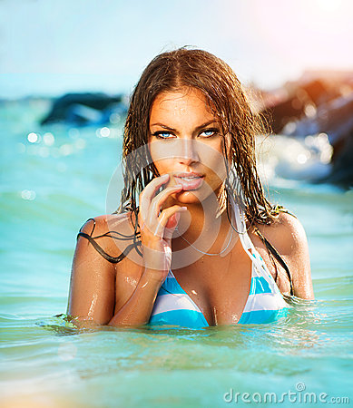 Free Sexy Model Girl Swimming And Posing Stock Photos - 32798003