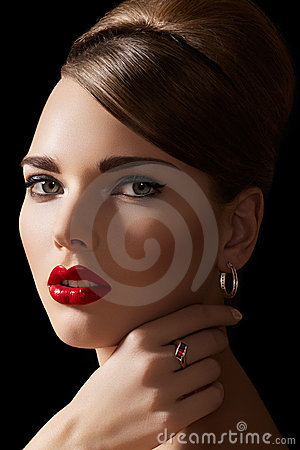 Sexy model with retro make-up, hairstyle & jewelry