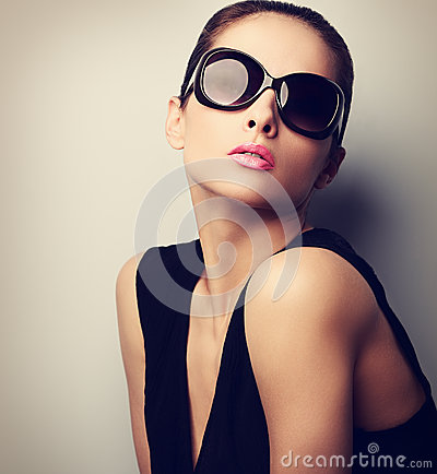 Free Sexy Perfect Female Model Posing In Fashion Sun Glasses. Vintage Stock Images - 55524274