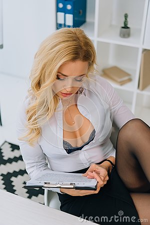 Free Sexy Woman With Decollete Reading Royalty Free Stock Photos - 129235308