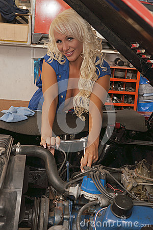 Sexy women repair car