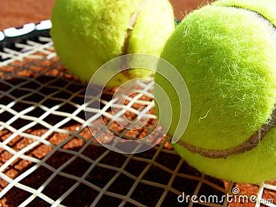 Sfere e racchetta di tennis