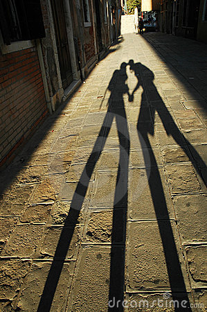 Free Shadow Of Kissing Lovers Stock Images - 17526884