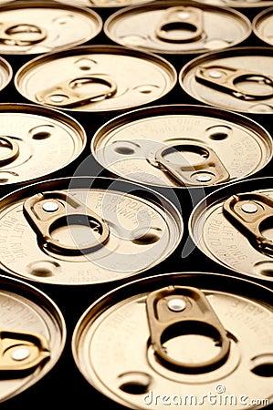 Shallow focus array of tin cans