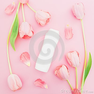Free Shampoo And White Tulips Flowers On Pink Background. Flat Lay, Top View Stock Photography - 112658342