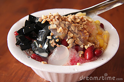Shaved ice dessert