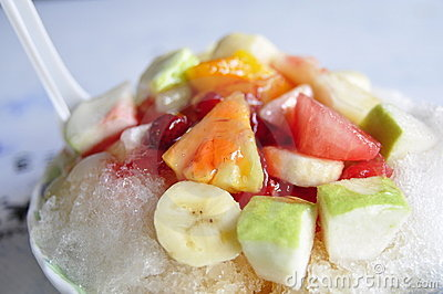 Shaved ice with flavoring and fruit